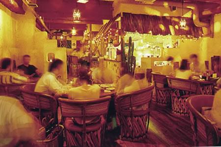 エルボラーチョ 大名店・常時100種類以上のテキーラをご用意! 飲み比べも、お気に入りの一品探しも。