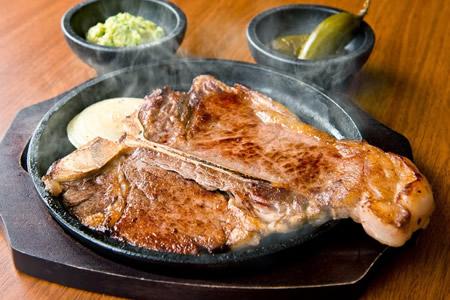天神PARCO店限定メニュー自慢のTボーンステーキをご賞味あれ!